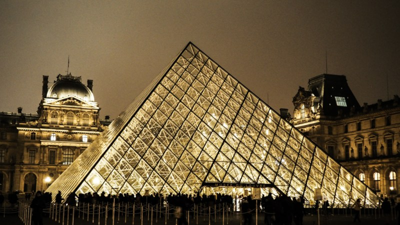 The Da Vinci Code Film Locations in Paris featuring the Pont du Carrousel, Hotel Ritz and Louvre museum | Paris Film Locations | Louvre as a Film Location | Paris Movie Location | almostginger.com