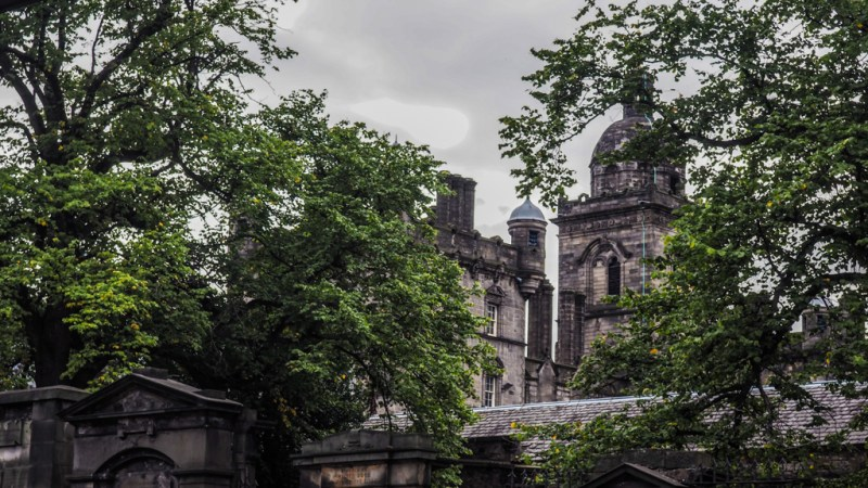The Ultimate Self-Guided Harry Potter Tour Edinburgh | Harry Potter Walking Tour Edinburgh including Balmoral Hotel, grave of Tom Riddle and The Elephant House | almostginger.com
