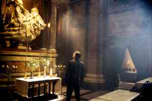 Professor Robert Langdon looking at a church alter in Angels and Demons (2009)