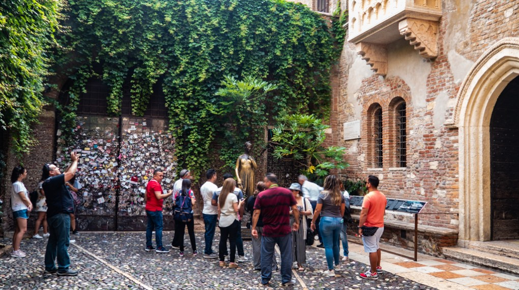 Casa di Giulietta Courtyard in Verona, Italy which is a Letters to Juliet Filming Location