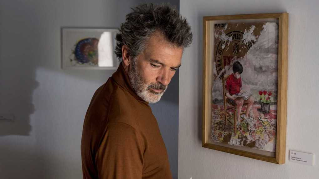 Pain and Glory (2019) film still of Antonio Banderas in an art gallery in Madrid, Spain