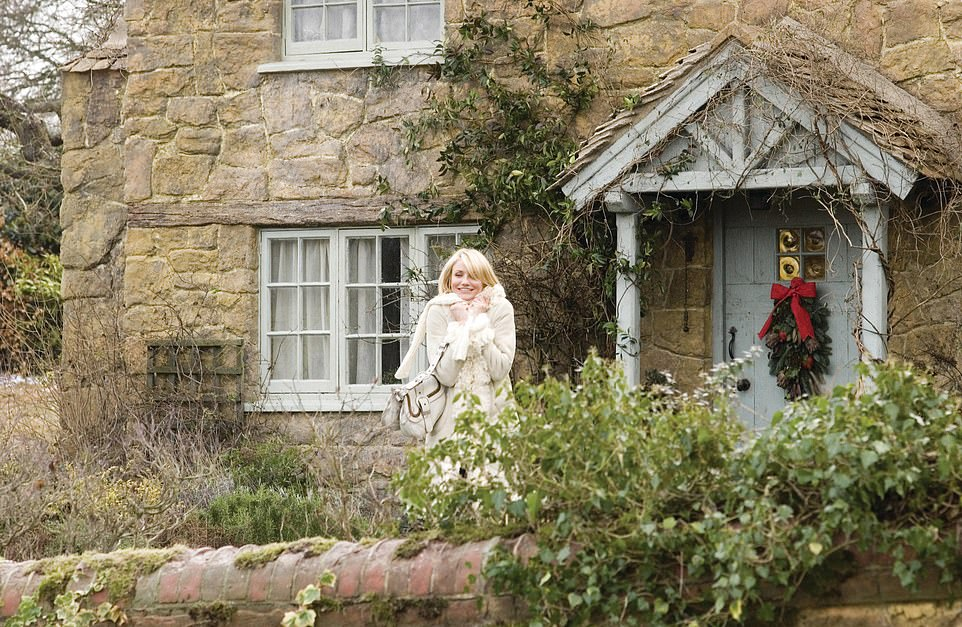 Cameron Diaz outside the cottage in The Holiday (2006)
