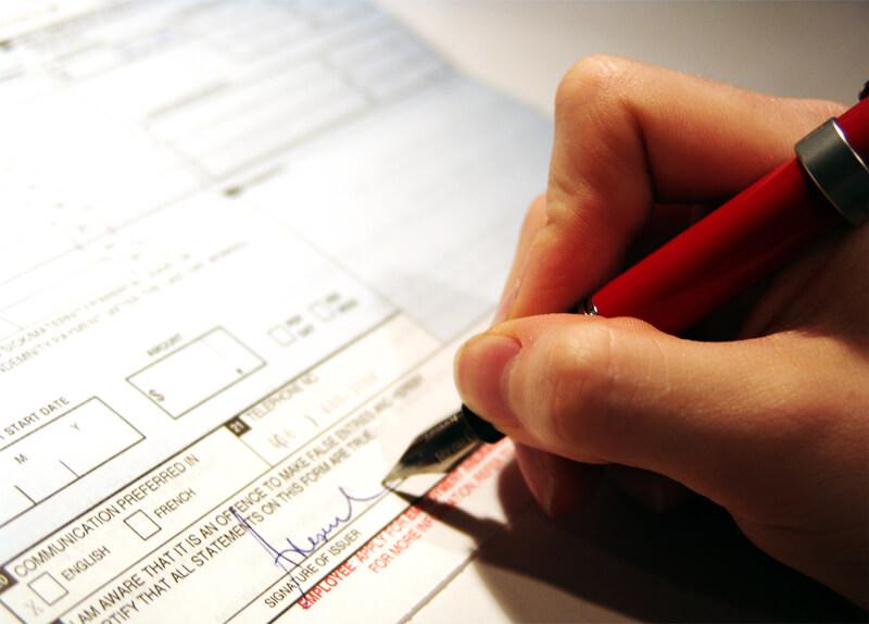 Cuidado al contratar un seguro por internet. ¿Qué son las cláusulas limitativas de derechos?