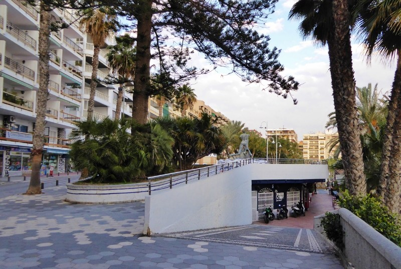 Paseo del Altillo split level. lower level playground, beach, restaurants, bars, and night clubs. Upper level, paseo, walking, benches, gardens.