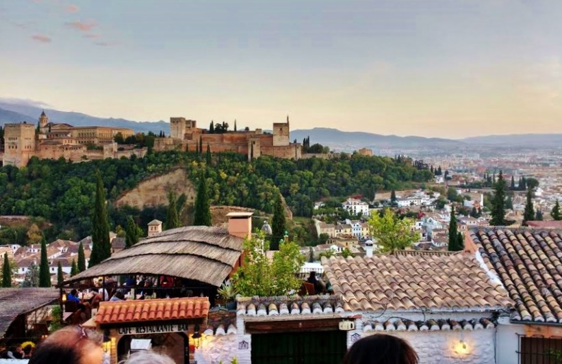 A day trip to Granada from Almunecar. Things to do in Granada. This is La Alhambra.