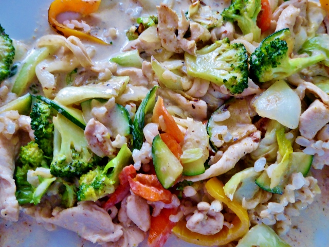 Keng's In To Go offers amazing stir fry Asian dishes in La Herradura, at very affordable prices.