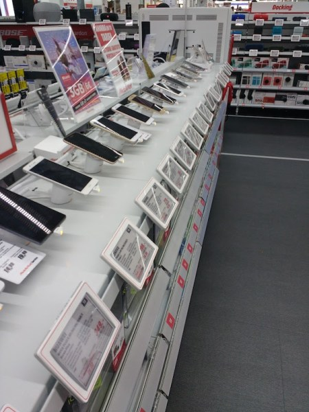 You have arrived in Spain, and perhaps you want to get local cell phone service. Where do you go? What do need to buy? Keep on reading and we'll tell you. Read more on AlmunecarInfo.com