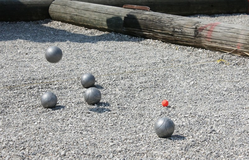 """Pétanque in Almuñécaris very popular in the winter months, when the """"snow birds"""" all flock to Almuñécar. We will tell you how and where to play."""