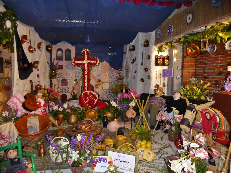 Fiestas in the streets of Almuñécar & La Herradura during the Cruces de Mayo.  With elaborate displays of flowers, crosses, lights, decorations, fiestas, and pop-up bars, in the alleys of old town in Almuñécar & La Herradura.  Be prepared for a few days and nights with displays, food, drink and a great atmosphere.