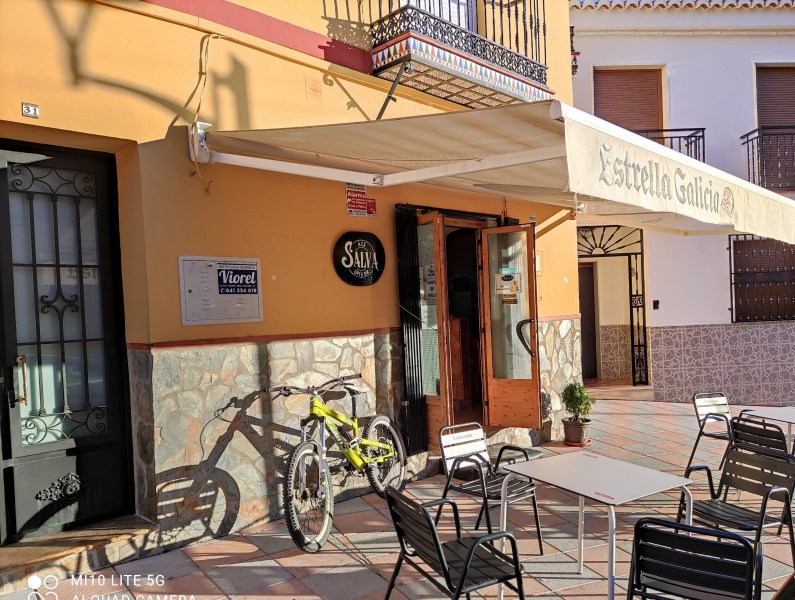 Itrabo Cafe bar Salva -Rachel Adams photo. Read more on Almunecarinfo.com