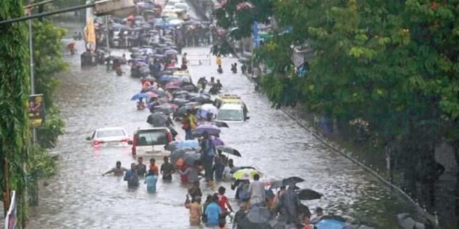 """""""أخبار العالم """" الهند.. 125 قتيلا جراء الفيضانات والانهيارات الأرضية"""