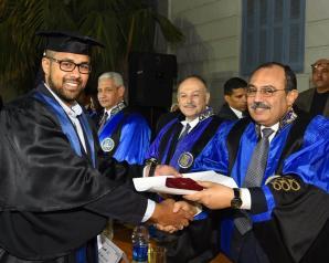 محافظ الإسكندرية ووزير التعليم العالي يشهدان حفل تخرج دفعة 2014 بكلية الطب
