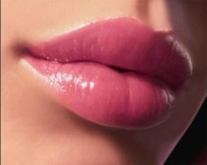 أفضل الطرق الطبيعية والجراحية لتجميل الشفايف