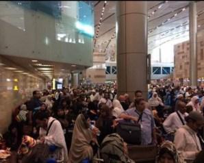 غرفة السياحة تتواصل مع الخطوط السعودية لحل أزمة تكدس المعتمرين بالمطار