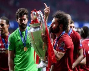 ليفربول يتوج بكأس دورى أبطال أوروبا وصلاح يرفع الكأس