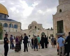 عشرات المستوطنين الإسرائيليين يقتحمون المسجد الأقصى