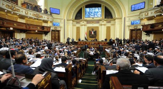 احتجاجات أمام مجلس النواب المصري تزامنًا مع بيان الحكومة