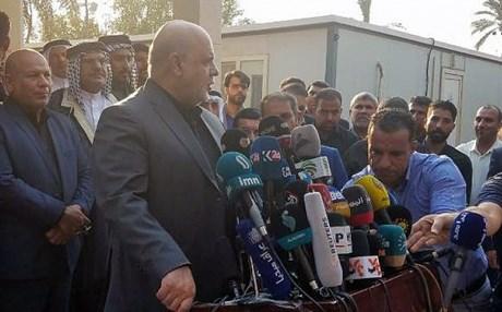بعد ايام على حرقها.. السفير الايراني يفتتح مبنى القنصلية في البصرة