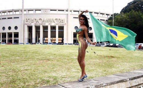 210035-braziljanka-metit-v-seks-simvoly-futbolnogo-chempionata-mira