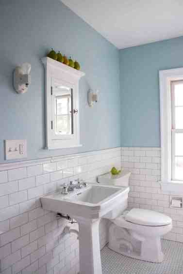 Enchanting-Blue-And-White-Bathroom-Wall-Tile
