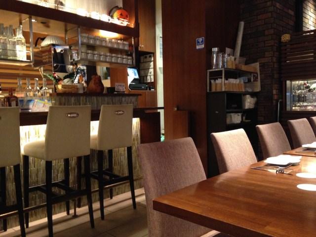 銀座のカフェ(ガイ ジョーズ ハワイアン スタイル カフェ・店内)