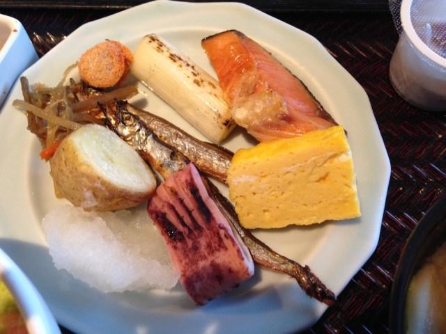 ラビスタ函館ベイ(朝食バイキング・焼き物の皿)