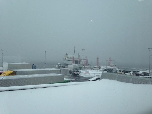 青函フェリー(雪の中のはやぶさ)