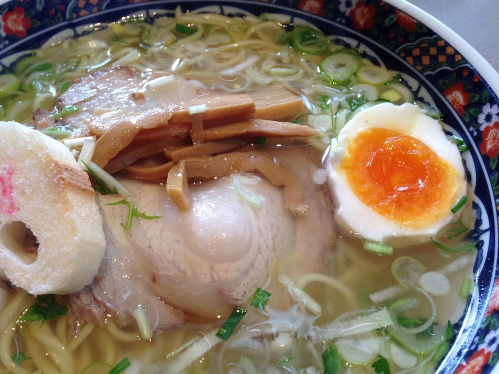 函館のラーメン(麺厨房あじさい・塩ラーメン)