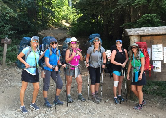 backpacking women starting the journey