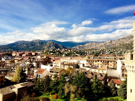 Manzanares el Real: Castle view of snow-capped mountains