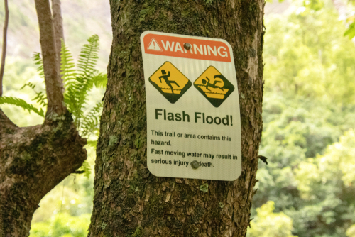 Sign warns of a flash flood area at the Iao Valley State Park in Maui, Hawaii. Editorial credit: Lourdes Venard / Shutterstock.com