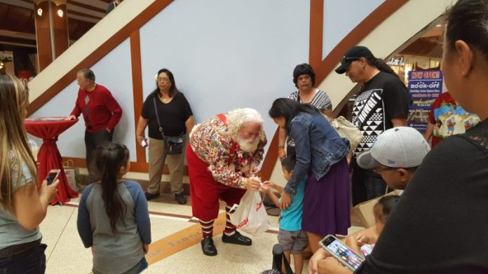 Santa Claus in Pearlridge Center