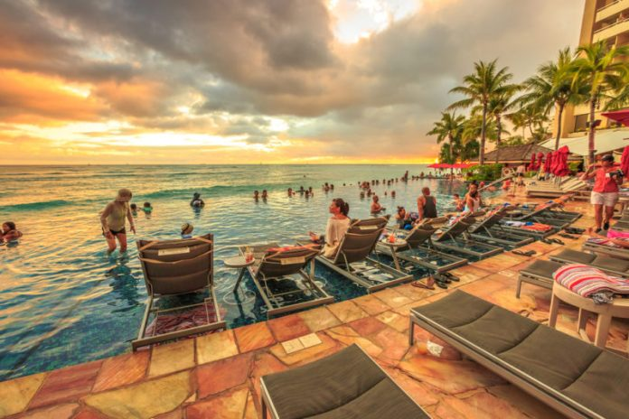 Sheraton Waikiki's infinity pool at sunset | Benny Marty / Shutterstock.com