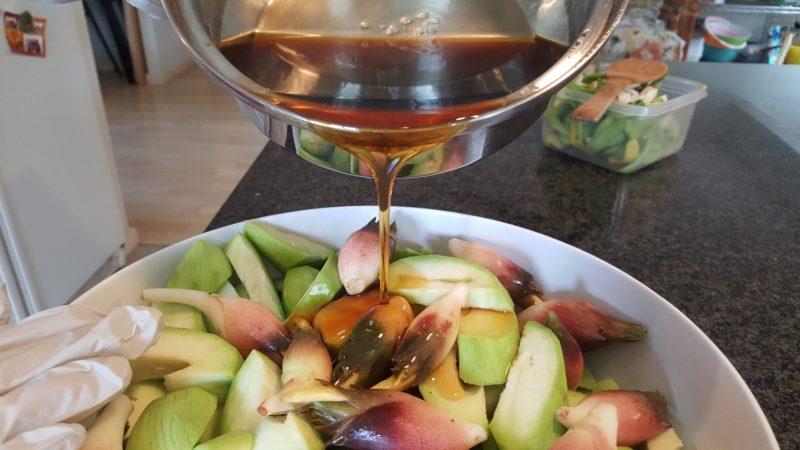 Pour the mango syrup onto the green mangos.
