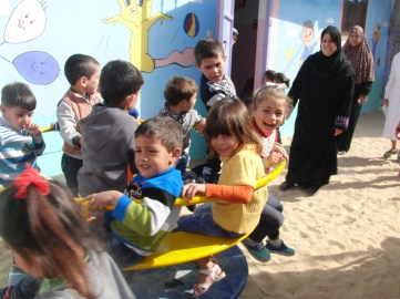 zakher-children-playing-new-toys