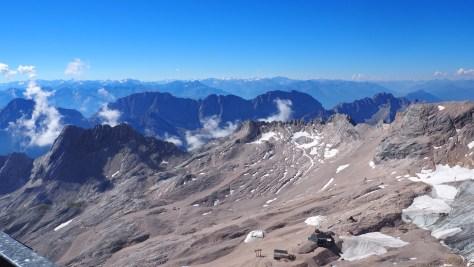 Der fast komplett abgeschmolzene Gletscher der Zugspitze (Deutschlands einziger Gletscher)