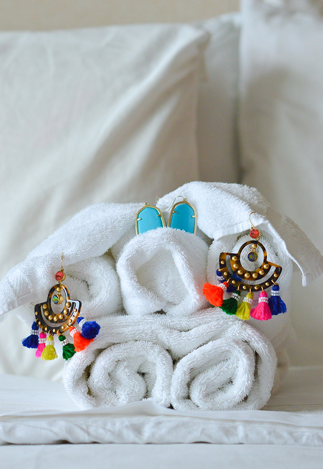 cruise style, what to wear on a cruise, cruise outfits, royal caribbean, navigator of the seas, towel animals, prettiest cruises
