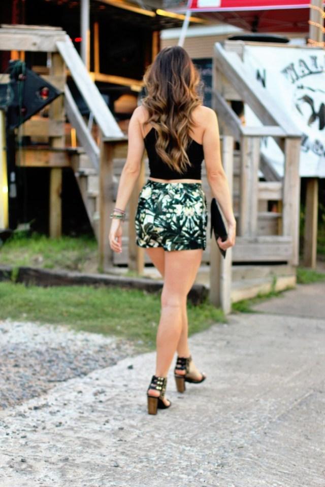 Palm printed shorts via A Lo Profile (www.aloprofile.com)