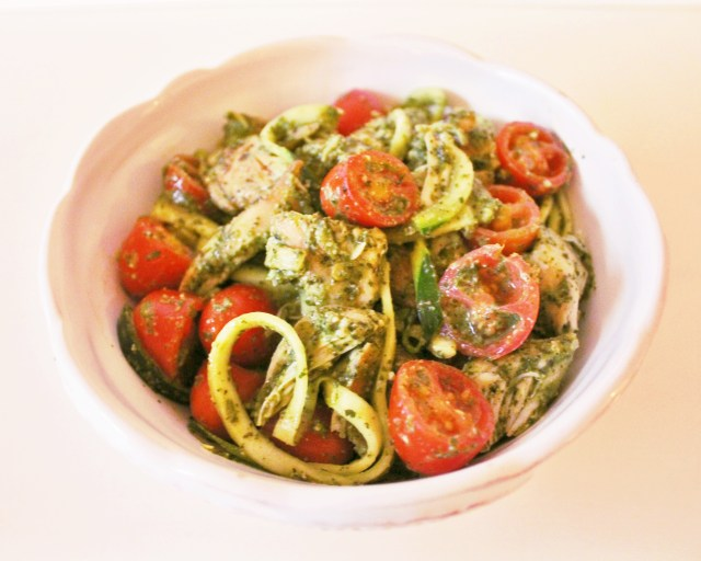 Delicious, easy, and healthy recipe for pesto with zoodles via A Lo Profile (www.aloprofile.com)