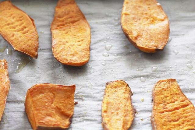Sweet potato toast (The #Whole30 and #Paleo solution to avocado toast). Recipe via A Lo Profile (www.aloprofile.com)
