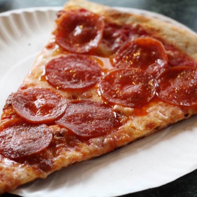 Joe's Pizza, NYC (recap via A Lo Profile- www.aloprofile.com)