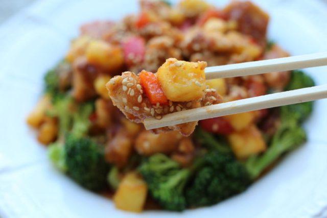 Pineapple ginger chicken recipe via A Lo Profile (www.aloprofile.com)