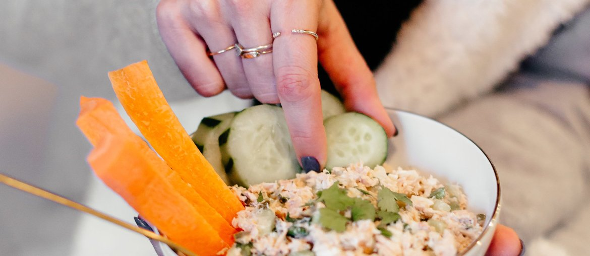 The BEST tuna salad recipe that is #Whole30 approved and so easy to make. Click through for the recipe!