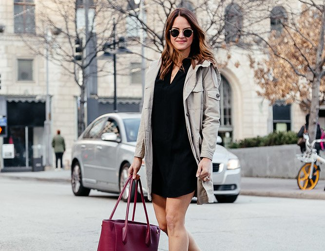 Dallas blogger A Lo Profile sharing a transitional workwear look for cool morning and warm afternoons featuring the perfect shirt dress, a trench coat, classic pumps, and the best work bag. #workwear #lbd #shirtdress #trenchcoat