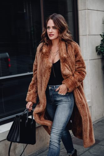 Sharing how to style a teddy coat & 20+ of the cutest teddy coats for fall & winter. Plus, why you should go ahead & add one (or two) to your wardrobe.