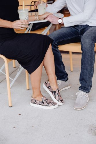 Sharing an amazing spring shoe sale with both men & women's shoes from Cole Haan that are 30% off right now to help you find some new spring staples.