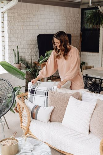 Sharing a roundup of fall decor that won't break the bank from Walmart & some tips on how to switch your seasonal decor on a budget.