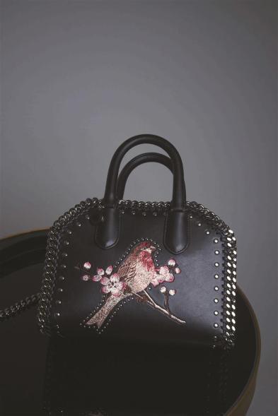 Bag:Stella McCartney - Thuraya Mall, Al Ostoura The Avenues