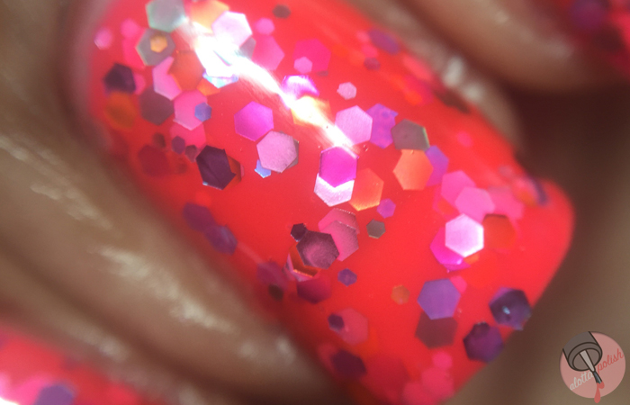 Bitzy Nail Color - Electric Cake (macro)