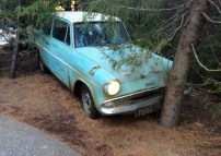 Ford_Anglia_105E_,whichi_flew_at_-Harry_Potter_and_the_Chamber_of_Secrets-_film,_in_Universal_Studios_Japan